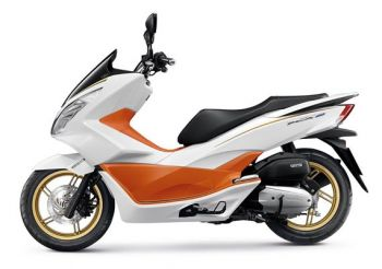 PCX150 COVER, RIGHT FRONT-WHITE